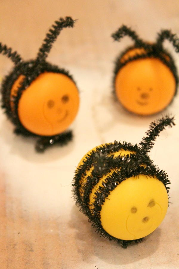 DIY Bees from Kinder Egg Shells