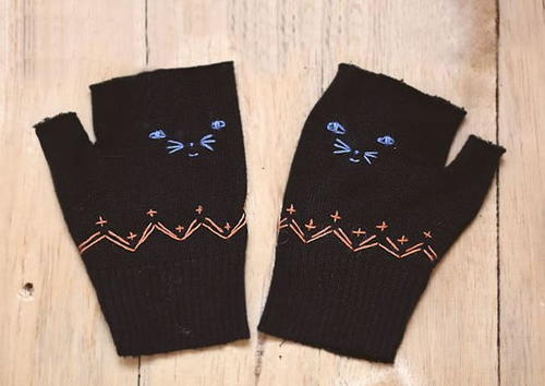 http://irepo.primecp.com/2016/03/273821/Upcycled-Kitten-Mittens-DIY-Pattern_Large500_ID-1573957.jpg?v=1573957