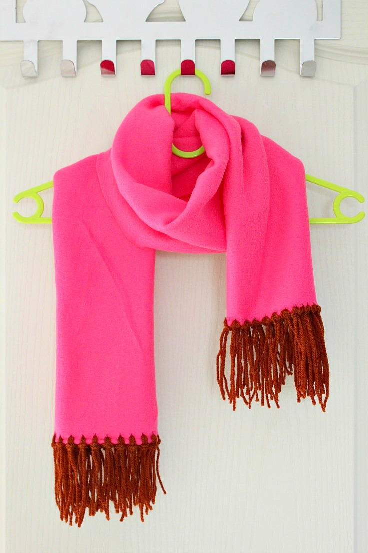 No Sew Fleece Scarf With Yarn Fringe Diyideacenter Com