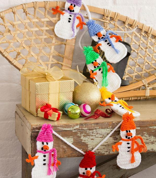 Crocheted Snowmen Diy Garland Allfreechristmascrafts Com