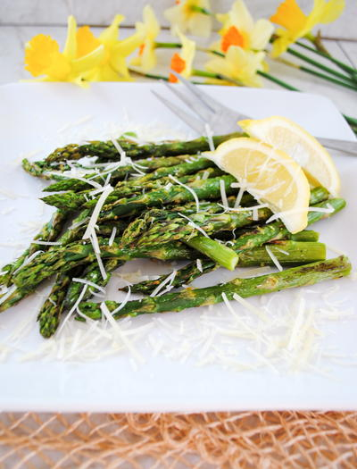 Roasted Asparagus with Garlic, Lemon and Parmesan Cheese | RecipeLion ...