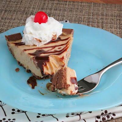 Cool whip no bake peanut butter pie for Dessert recipes using peanut butter