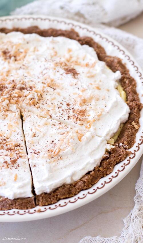 No-Bake Chocolate Coconut Cream Pie | RecipeLion.com
