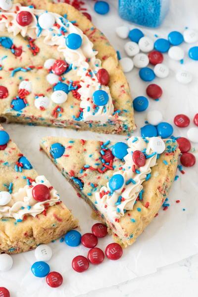 Fireworks Sugar Cookie Cake | RecipeLion.com