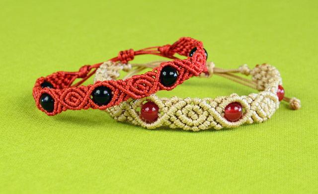 Budding Rose Beaded Macrame Bracelet