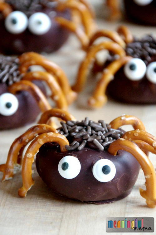 Mini spider donut snacks for kids for Children s halloween party food ideas