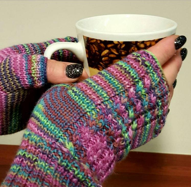 Loom Knit Fingerless Gloves Pattern : Spunky Cabled Fingerless Gloves AllFreeKnitting.com