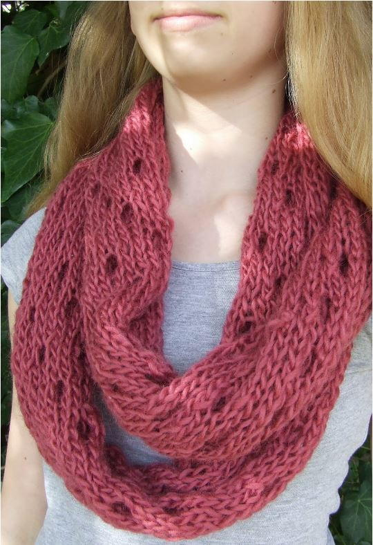 Simple Knit Cowl Pattern : Easy Eyelet Infinity Cowl AllFreeKnitting.com