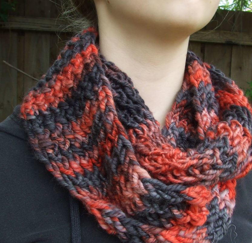 Cowl Loom Knitting Pattern : Fireside Loom Knit Cowl AllFreeKnitting.com