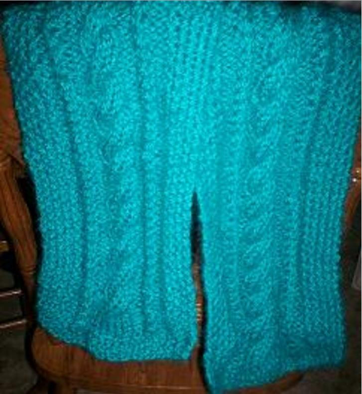 Beginner Knitting Patterns Scarves : Beginner Cable Knit Scarf AllFreeKnitting.com