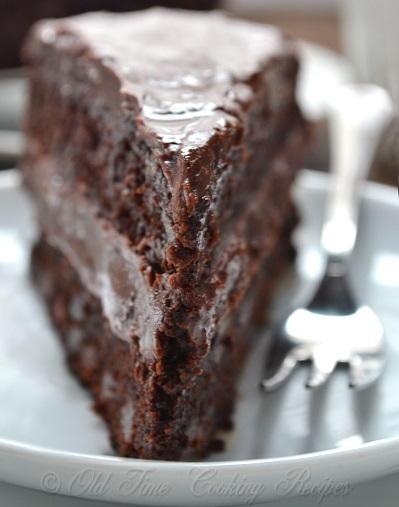 Cake With Chocolate Ganache Frosting Recipe : Christmas Chocolate Cake with Ganache Filling ...