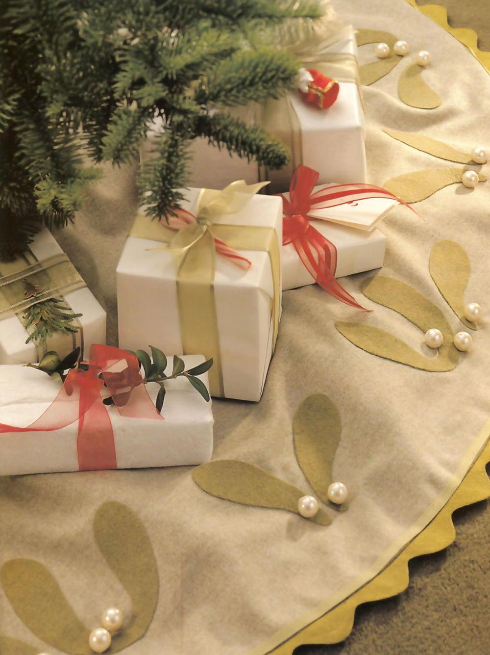 Mistletoe Applique Tree Skirt Allfreesewing Com
