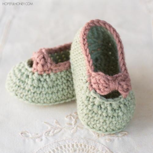 370404036 Little Lady Baby Crochet Booties | AllFreeCrochet.com