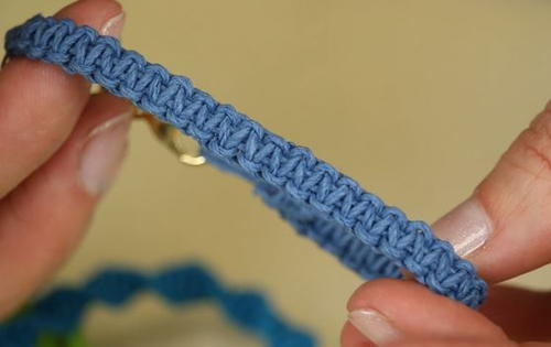 how to make a marcrame braclet
