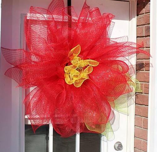 Deco mesh poinsettia diy door decor for Deco decorations
