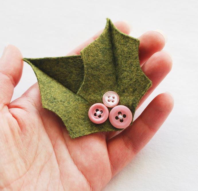 Holiday Holly Diy Christmas Pin Allfreechristmascrafts Com
