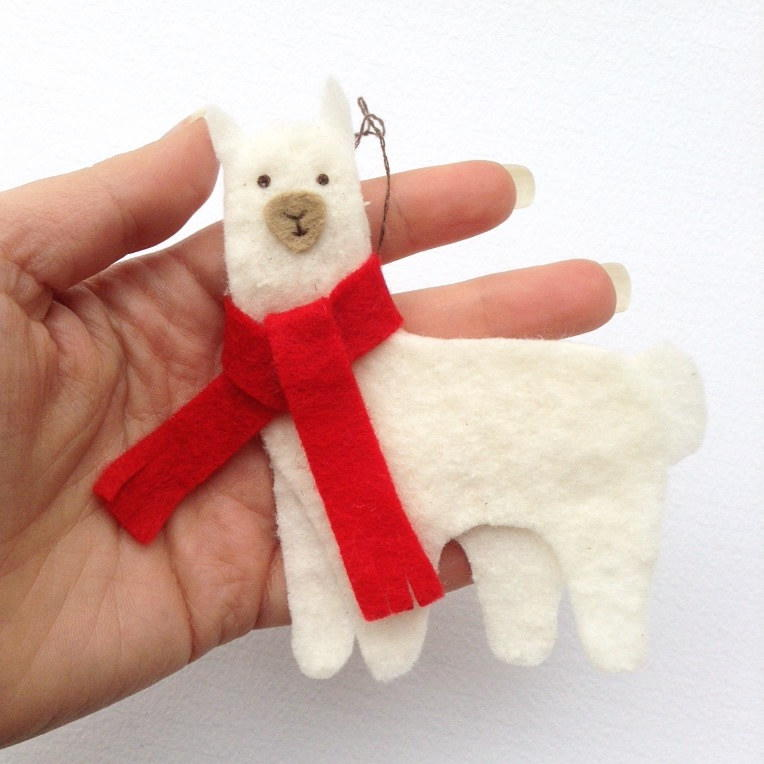 Christmas llama diy felt ornament - How to make felt christmas decorations ...