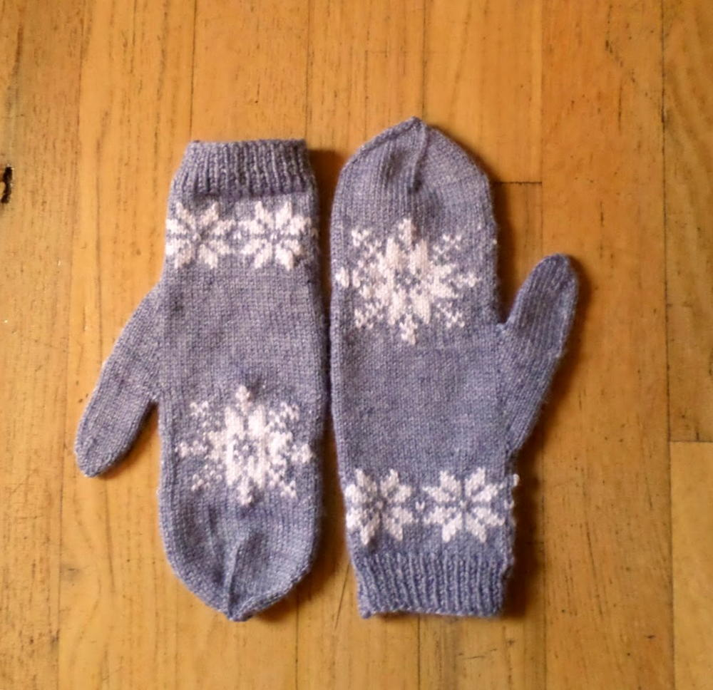 Knitting Pattern For Snowflake Mittens : Frozen Snowflake Mittens AllFreeKnitting.com