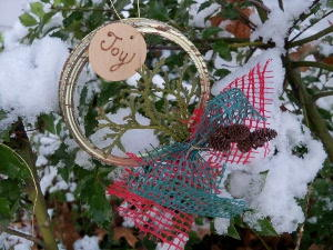 How to Make Canning Jar Lid Wreaths