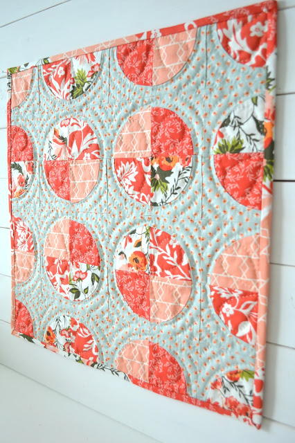 Lady S Delight Circle Mini Quilt Favequilts Com