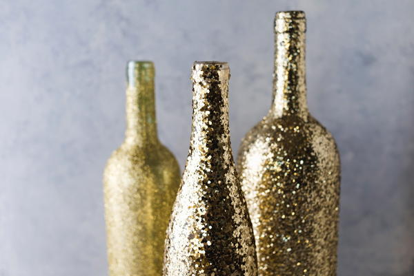 DIY Glitter Wine Bottle Vase