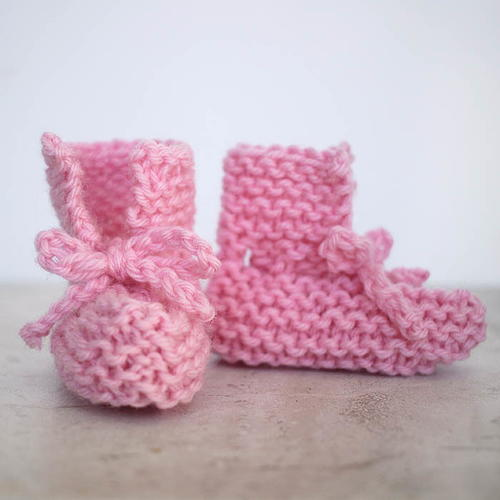 How To Knitting Patterns For Beginners : Bitty Baby Knit Booties AllFreeKnitting.com