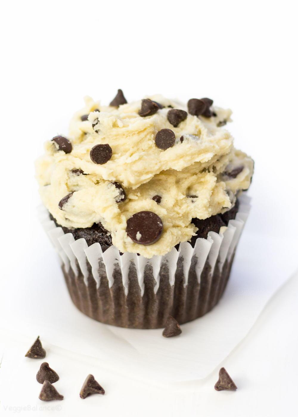 Cakeyboi: Chocolate Chocolate Chip Cupcakes with Cookie