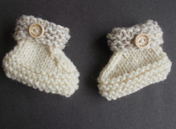 Simple Knit Baby Booties Pattern | AllFreeKnitting.com