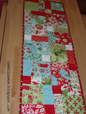 Christmas Table Runner.Quick And Easy Christmas Table Runner Favequilts Com