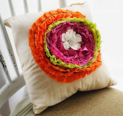 http://365daysofcrafts.com/romantic-ruffled-pillow/