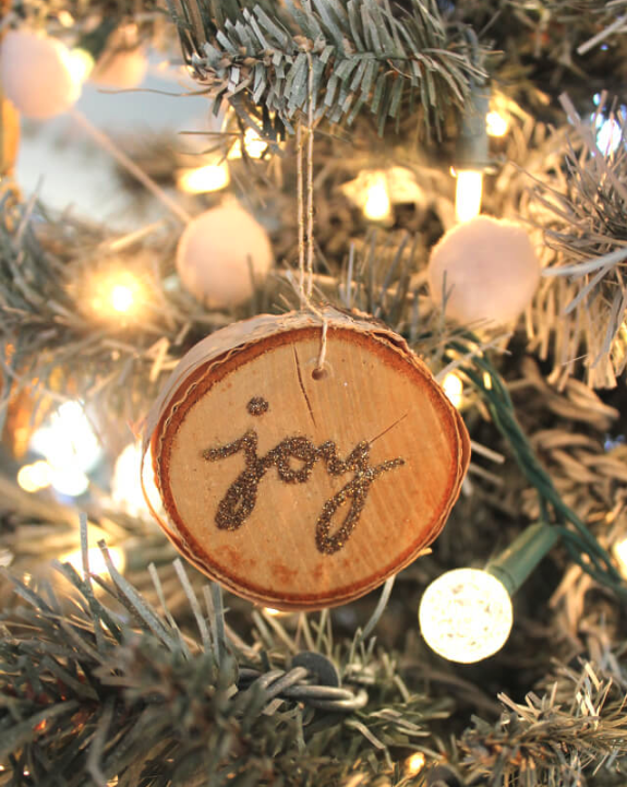 Wood Slice Christmas Ornaments Tutorial