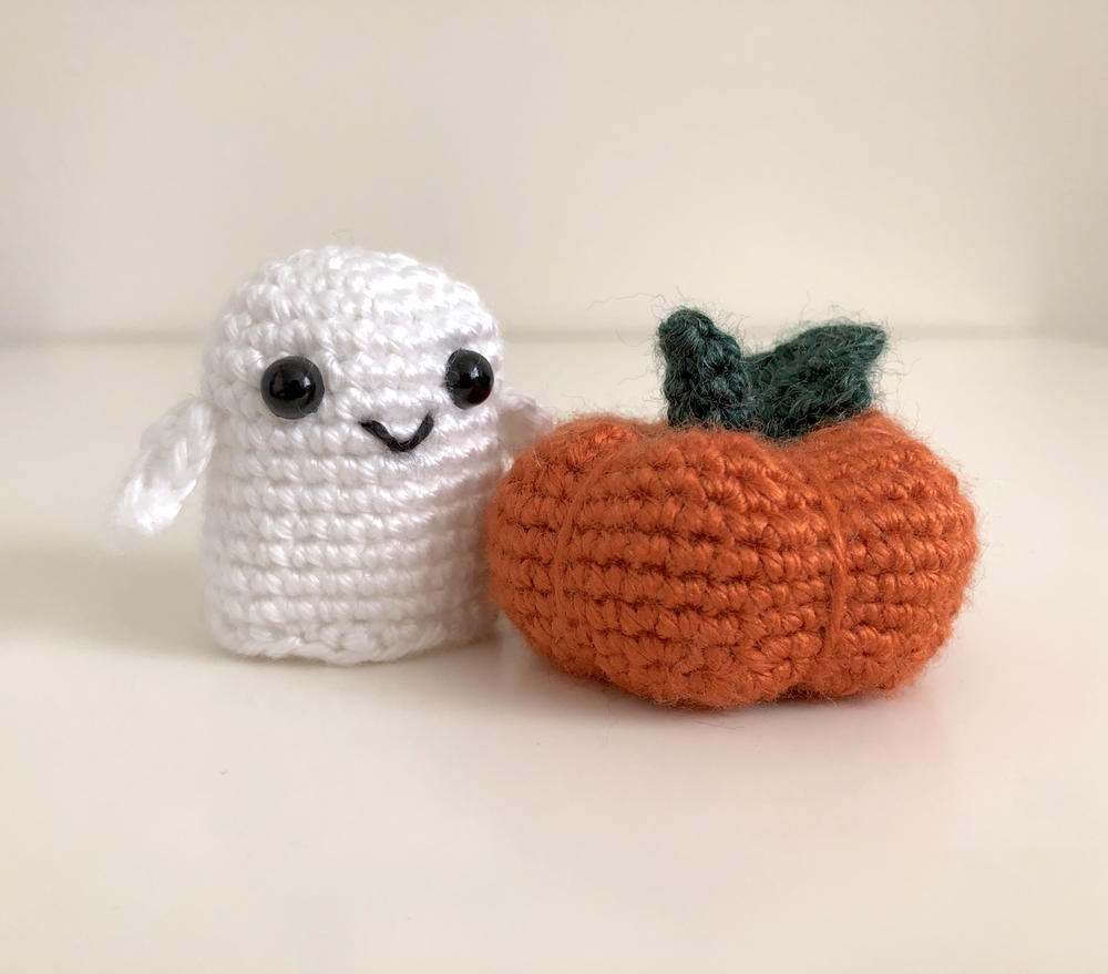 Amigurumi pattern for the Halloween Shimmering Ghost | 879x1000
