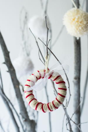 5-Minute Peppermint Yarn Wreath Ornament