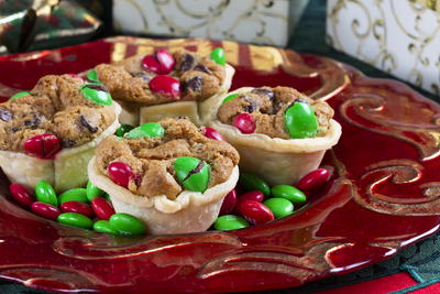 Holiday Chocolate Chip Cookie Cups