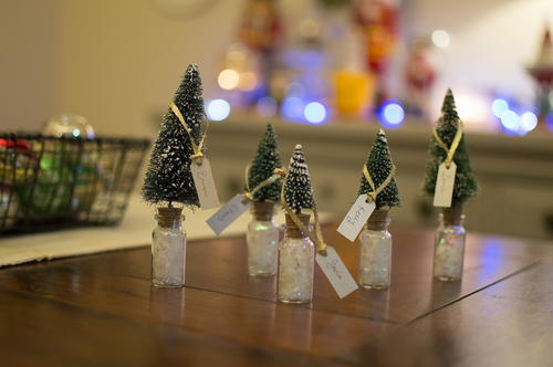 DIY Christmas Bottle Brush Tree Place Cards