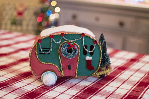 Cheap Retro Christmas Camper Centerpiece