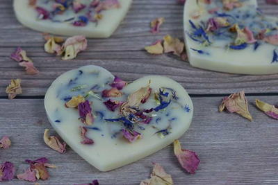 Wax Air Freshener With Dried Flowers