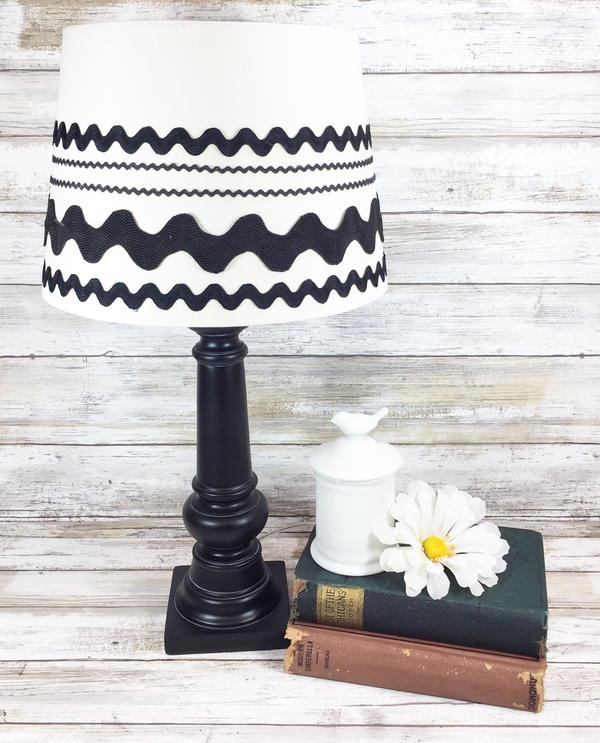 Upcycle a Lamp with Ric Rac