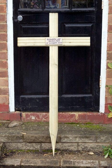 Easy Wooden Cross Stake