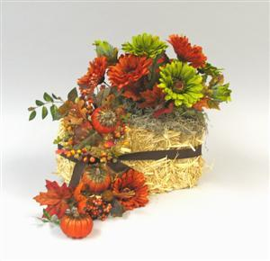 Thanksgiving Straw Bale Centerpiece