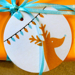 25 Embellished Gift Tags And Bows For Christmas