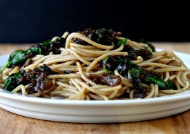 Easy Pasta with Caramelized Onions and Spinach