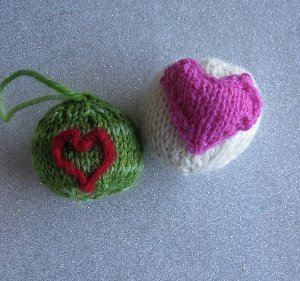 Easy Knit Christmas Balls