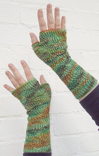 Glove Knitting Patterns For Beginners : Fancy Sock Yarn Fingerless Gloves AllFreeKnitting.com