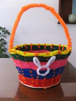 Pipe cleaner easter basket for Easter crafts pipe cleaners