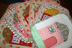 Doll House Quilted Pot Holders