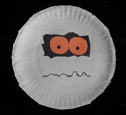 Easy Paper Plate Mummy