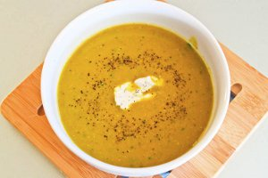 Creamy Asparagus Soup with Goat Cheese