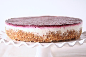 No-Bake Greek Yogurt & Berry Cheesecake