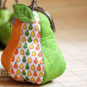 Ball Clasp Pear Coin Purse